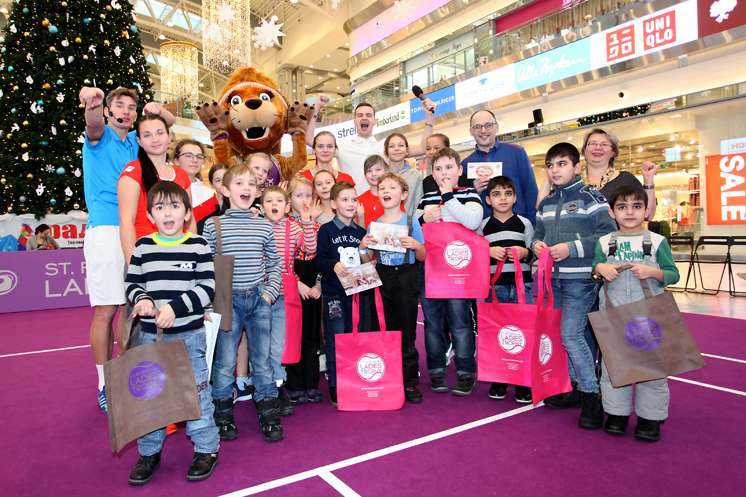 "Tennis workshop in the shopping mall ""Piter Raduga"""